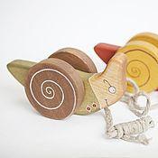 Куклы и игрушки ручной работы. Ярмарка Мастеров - ручная работа Улитка на веревочке в зеленом - деревянная каталка. Handmade.