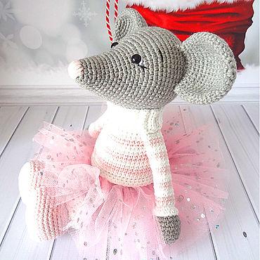 Куклы и игрушки ручной работы. Ярмарка Мастеров - ручная работа Мышка в свитере и юбочке. Handmade.