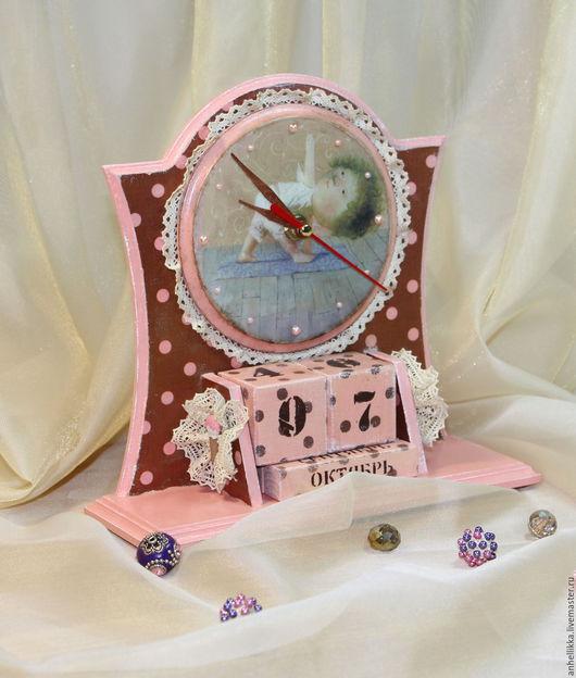 """Часы для дома ручной работы. Ярмарка Мастеров - ручная работа. Купить Часы-календарь """"Время йоги"""". Handmade. Бежевый, для стола"""