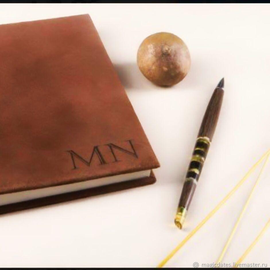 Ручка из натурального мореного дуба и янтаря - особенный подарок для человека, кто ценит красоту, историю и ручную работу