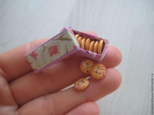 Кукольный дом ручной работы. Ярмарка Мастеров - ручная работа. Купить Миниатюра для кукольного домика .Печенье в коробочке, пончики. Handmade.