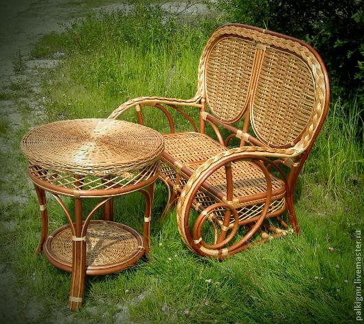 Удобный, легкий, практичный комплект мебели для загородного дома, дачи. Двухместный диван может  легко переместить один человек.
