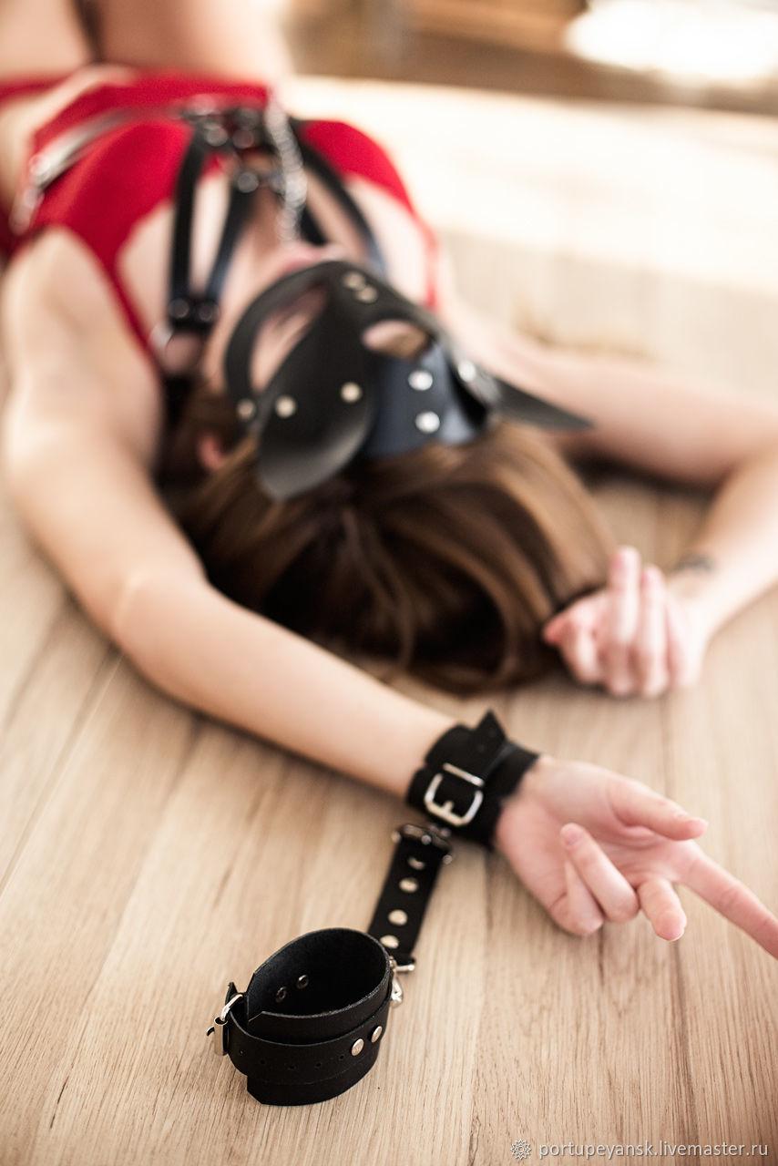 Ручная работа в наручниках
