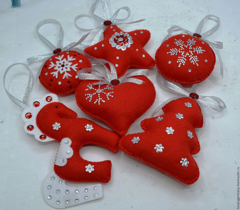 Новогодние украшения, связанные крючком и спицами