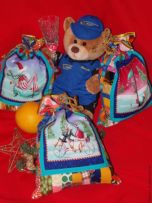 Новый год 2017 ручной работы. Ярмарка Мастеров - ручная работа. Купить Маленькие Новогодние мешки из ткани с принтом. Handmade.