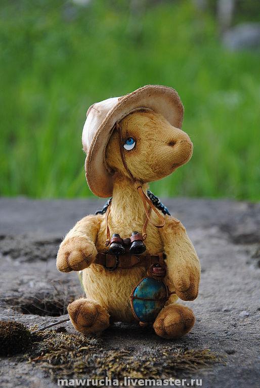 Генри(15см,вискоза,хлопок,трикотаж,кожа,шплинт.соед.ног и головы,стеклянные глазки,стекл.гранулят,полимерная глина)