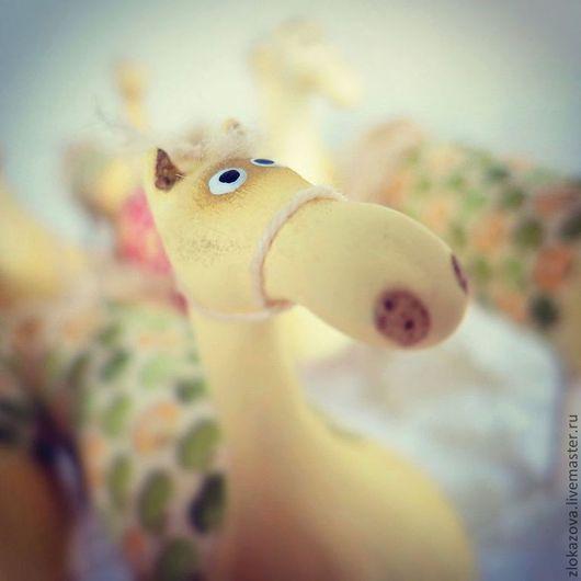 Куклы и игрушки ручной работы. Ярмарка Мастеров - ручная работа. Купить конЯки в Яблоках. Handmade. Бежевый, лошади сувениры