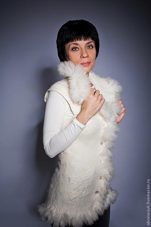 Жилеты ручной работы. Ярмарка Мастеров - ручная работа. Купить Белый жилет с мехом альпаки. Handmade. Белый, жилет валяный