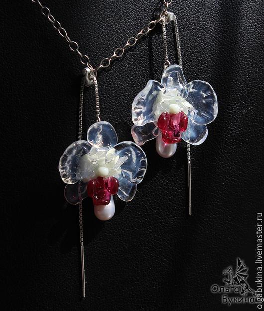 Серьги ручной работы. Ярмарка Мастеров - ручная работа. Купить Серьги с цветами Опаловые орхидеи. Лэмпворк, серебро. Белые цветы. Handmade.