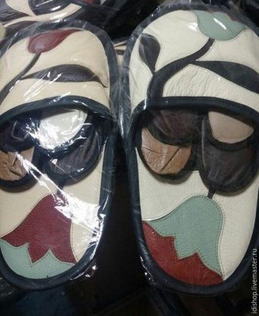 Обувь ручной работы. Ярмарка Мастеров - ручная работа. Купить Гостевой набор кожаных тапочек. Handmade. Тапочки домашние, тапочки