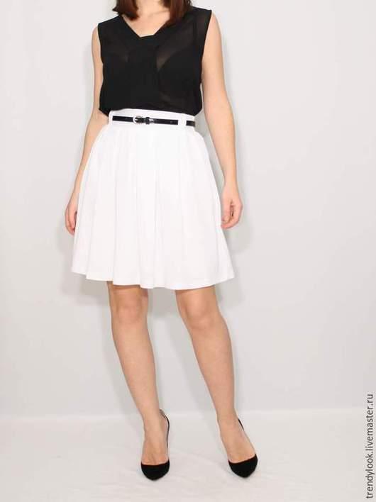 Юбки ручной работы. Ярмарка Мастеров - ручная работа. Купить Короткая белая юбка с карманами, юбка в складку. Handmade. Однотонный