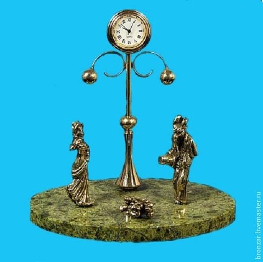 Подарочные наборы ручной работы. Ярмарка Мастеров - ручная работа. Купить Композиция-Часы Свидание из бронзы на подставке из змеевика. Handmade.