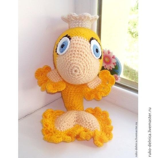 Игрушки животные, ручной работы. Ярмарка Мастеров - ручная работа. Купить Золотая рыбка (игрушка игрушки рыба желтый вязаная большая). Handmade.