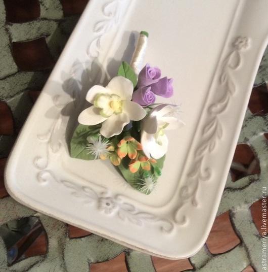 Свадебные украшения ручной работы. Ярмарка Мастеров - ручная работа. Купить Брошь бутоньерка с орхидеями из полимерной глины.. Handmade. Белый