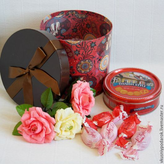 """Букеты ручной работы. Ярмарка Мастеров - ручная работа. Купить Набор в коробке """"Кошки и розы"""". Handmade. Ярко-красный"""