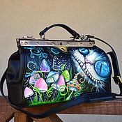 Сумки и аксессуары handmade. Livemaster - original item Alice in Wonderland Black leather doctor bag Painted Cheshire Cat art. Handmade.
