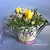 Букеты ручной работы. Ярмарка Мастеров - ручная работа Композиция из летних цветов в леечке. Handmade.