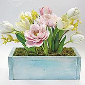Цветы и флористика ручной работы. Ярмарка Мастеров - ручная работа Деревянный короб с тюльпанами и мимозой из полимерной глины. Handmade.