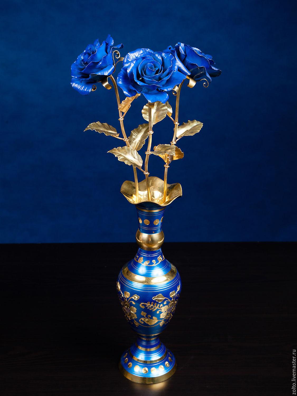 Букет из синих кованых роз из латуни