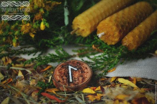"""Эзотерические аксессуары ручной работы. Ярмарка Мастеров - ручная работа. Купить Руническая свеча из вощины """"Laguz"""" (Умиротворение и спокойный сон). Handmade."""