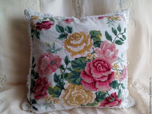 Подушка декоративная `викторианские розы` ручная работа. Частичная вышивка крестом