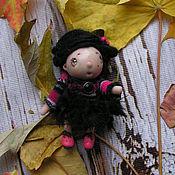 Куклы и игрушки ручной работы. Ярмарка Мастеров - ручная работа Карманная Куколка Эмо Пуговка. Handmade.