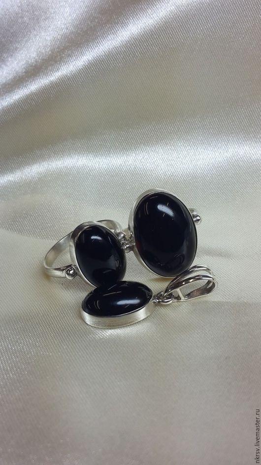 Изделия ручной работы из натурального черного агата в серебре.