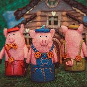 Куклы и игрушки ручной работы. Ярмарка Мастеров - ручная работа Три поросенка пальчиковый театр. Handmade.