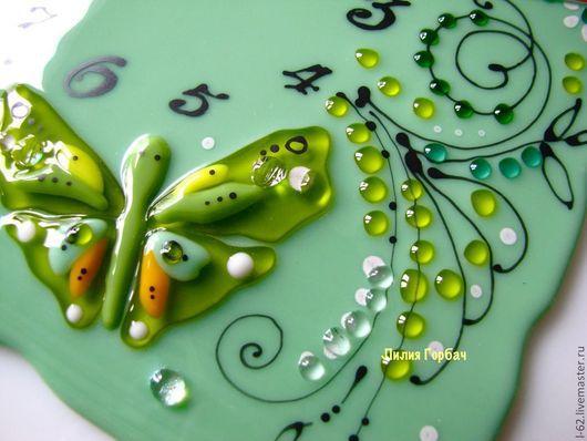 Часы для дома ручной работы. Ярмарка Мастеров - ручная работа. Купить часы из стекла, фьюзинг  Бабочки в траве. Handmade. Мятный