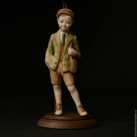 Коллекционные куклы ручной работы. Ярмарка Мастеров - ручная работа. Купить Серёжка. Handmade. Разноцветный, сувенир, деревянная подставочка