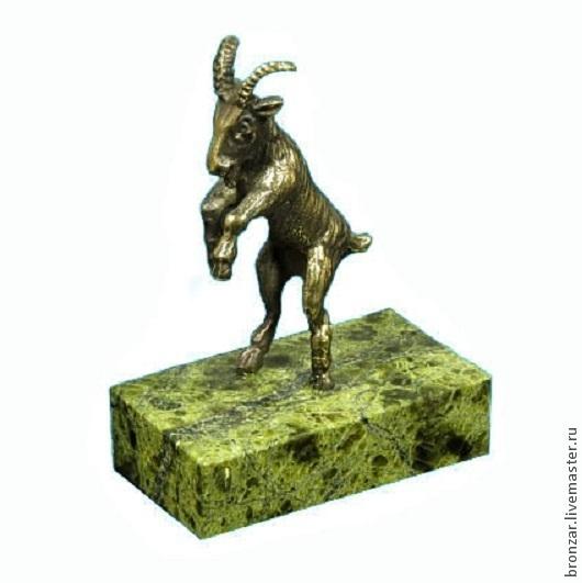 Подарочные наборы ручной работы. Ярмарка Мастеров - ручная работа. Купить Коза на дыбах из бронзы на подставке из змеевика. Handmade. Разноцветный