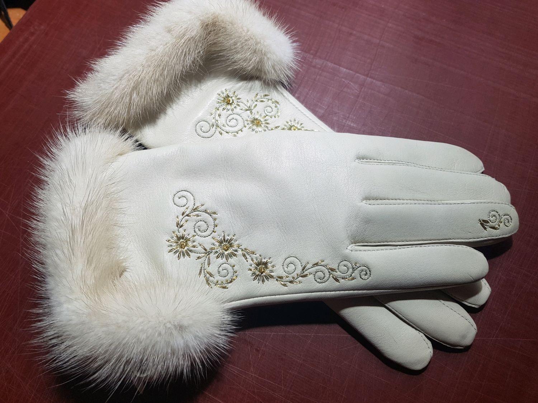 Перчатки бежевые кожаные с опушкой и ручной вышивкой, Перчатки, Торжок,  Фото №1
