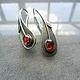 Стильные и заметные серебряные серьги. Выполнены вручную по авторскому эскизу. Сережки из серебра.