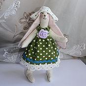 Тильда Зверята ручной работы. Ярмарка Мастеров - ручная работа Тильда заинька в зелёном платье. Handmade.