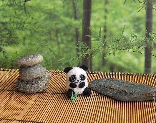 """Игрушки животные, ручной работы. Ярмарка Мастеров - ручная работа. Купить Сувенир """"Маленькая панда"""". Handmade. Чёрно-белый"""