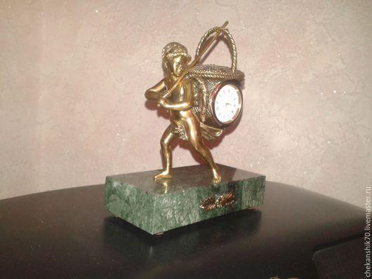 """Часы для дома ручной работы. Ярмарка Мастеров - ручная работа. Купить Часы настольные """"Мальчик с корзиной"""". Handmade. Коричневый, чеканка"""
