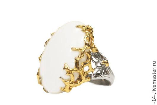 Кольца ручной работы. Ярмарка Мастеров - ручная работа. Купить Кольцо с кахолонгом свет камней. Handmade. Белый, кахолонг
