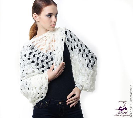 Дизайнер Анна Сердюкова (Дом Моды SEANNA). Вязаный шарф-свитер с рукавами `Белые зигзаги`. Безразмерный. Цена - 6900 руб.