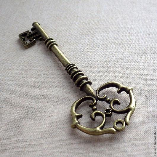 Фурнитура для создания украшений. Крупный винтажный ключ. Подвеска для кулона в виде ключа. Цвет подвески античная бронза. Размер ключа 8х3 см. Купить подвеску ключ