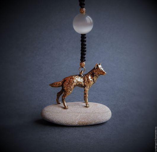 """Брелоки ручной работы. Ярмарка Мастеров - ручная работа. Купить брелок """"Волк под луной"""" бронза. Handmade. Брелок, волчица"""