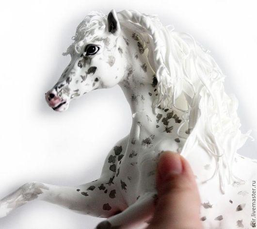 """Статуэтки ручной работы. Ярмарка Мастеров - ручная работа. Купить фигурка """"лошадь масти аппалуза"""" (белая с черными точками). Handmade."""