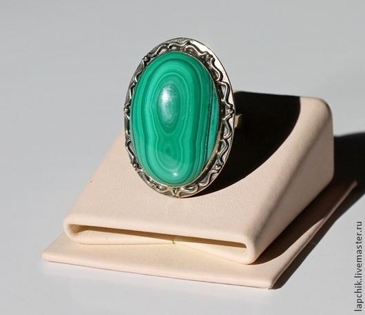 малахит 3 х 2.3 см кольцо - 900 р