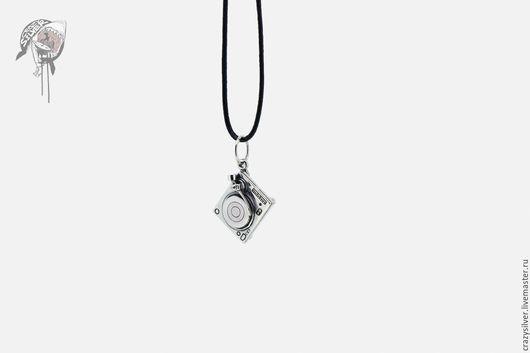 Кулон DJ вертушки.  CRAZY SILVER ™    Кулон ручной работы из серебра 925, максимальная детализация, маленькая копия диджейской вертушки.