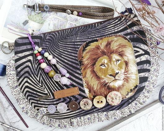 лев, сумка, клатч, зебра, сафари, ярмарка мастеров, лей, фиолетовый, купить, лев, ручная работа, Сава, handmade, livemaster, джинса, сиреневый, черный, белый, полоска, недорого, сумочка, Африка