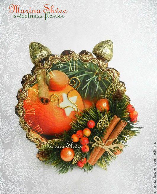 """Новый год 2017 ручной работы. Ярмарка Мастеров - ручная работа. Купить Новогодние часы из конфет, будильник из конфет """"Пряник"""". Handmade."""