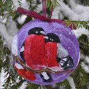 """Подарки к праздникам ручной работы. Ярмарка Мастеров - ручная работа """"Влюбленные снегири"""" елочный шар. Handmade."""