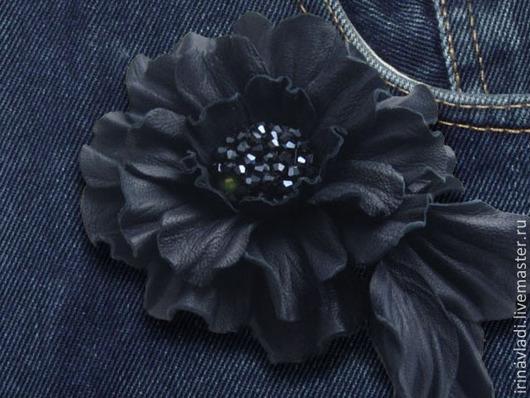 цветы из кожи, кожаный цветок мак, синий цветок из кожи, украшение из кожи цветок, кожаные аксессуары, заколка для волос цветок, заколка для волос цветок, брошь цветок камелия,брошь цветок из кожи, об