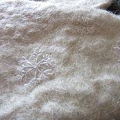 Аксессуары ручной работы. Ярмарка Мастеров - ручная работа снежинки- женские  вышитые валяные варежки со снежинками,белые варежки. Handmade.