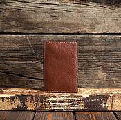 Обложки ручной работы. Ярмарка Мастеров - ручная работа Коричневая кожаная обложка на паспорт. Handmade.