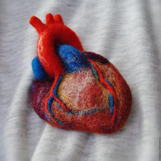 """Броши ручной работы. Ярмарка Мастеров - ручная работа. Купить Валяная брошь """"Сердце"""". Handmade. Ярко-красный, валентинка"""